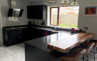 Tavola Kitchen - Hacienda Black Stained Slab Door, Marango Quartz Worktop, Solid Wood Breakfast Bar - 3