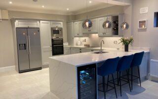 Wakefield Kitchen Door, Cornforth White Colour, Quartz Worktop Albaster Colour, Quartz Splashback - 4